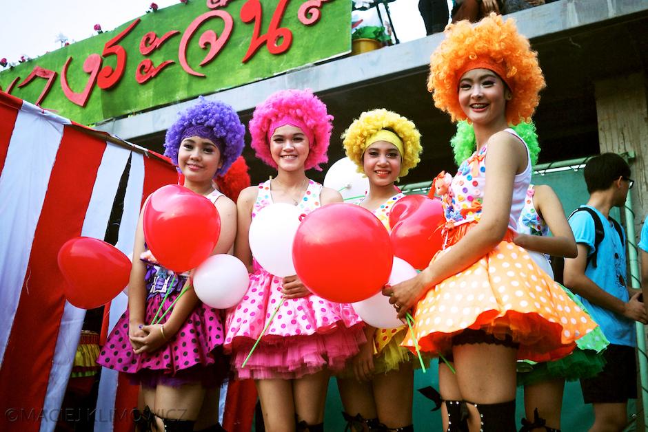 Młode tajskie dziewczyny