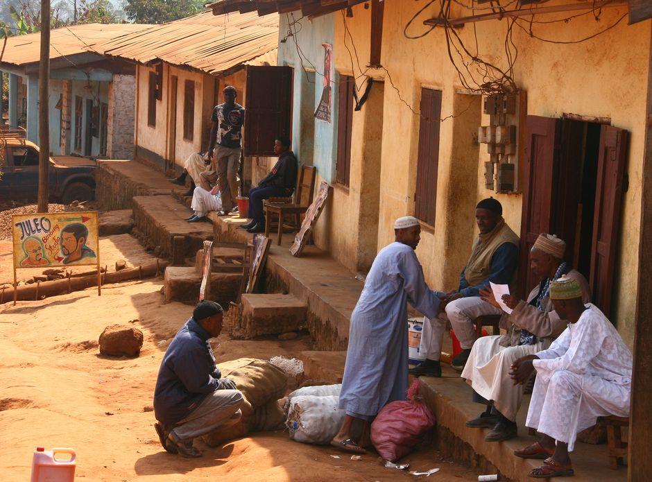 Mieszkańcy Kamerunu z wioski Ring Road
