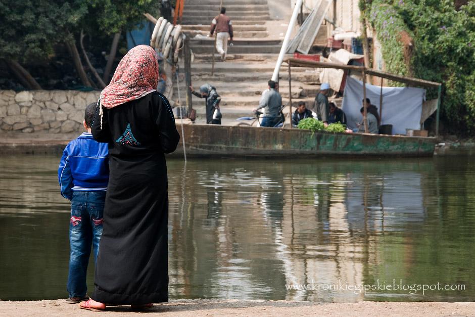 Mieszkańcy Egiptu nad brzegiem Nilu