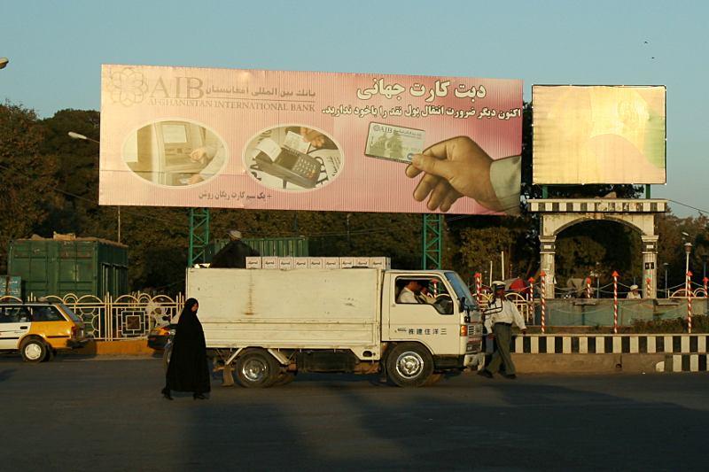 Herat, Afganistan. Reklama banku