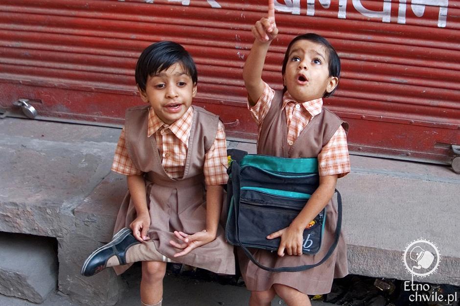 Mali indyjscy uczniowie
