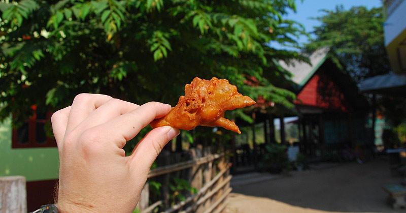 Ciastko z kurczaka sprzedawane w Laosie