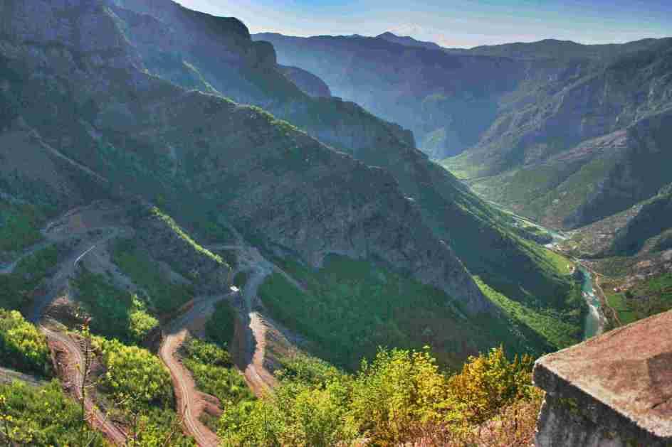 Albańskie drogi w górach