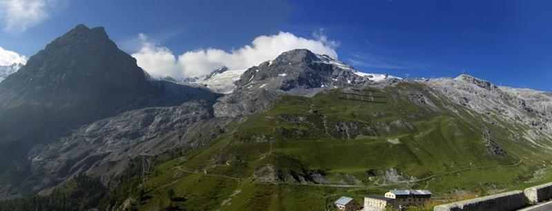 Przełęcz we włoskiej części Alp.