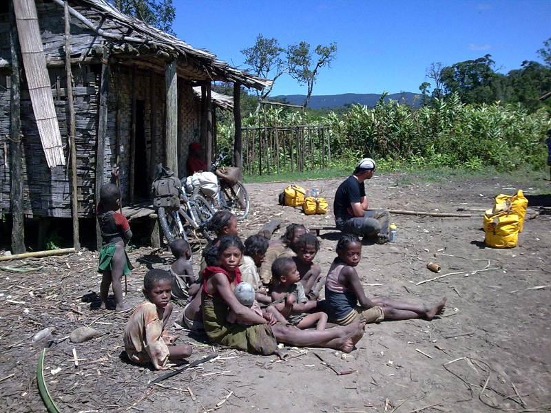 Wioska Ambinanitelo na Madagaskarze, w której mieszkał Arkady Fiedler.