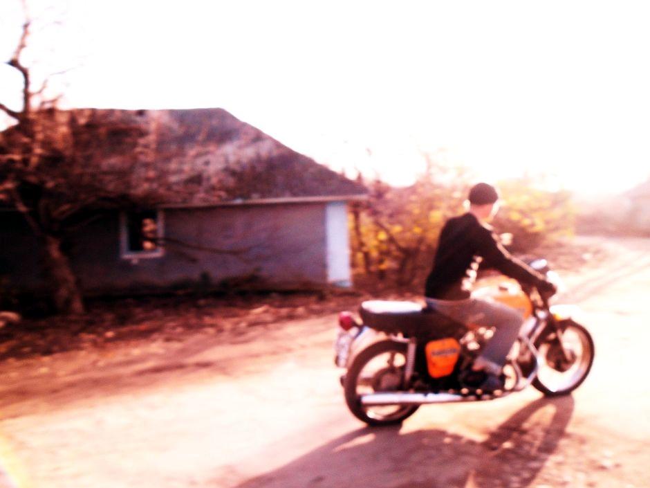Mołdawia, Naddniestrze. Motocyklista w Slobodzie Raszkowskiej