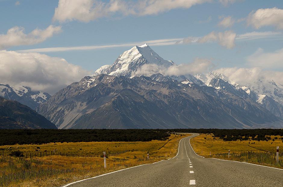 Mt Cook majestatycznie dominujący w krajobrazie Cantenbury