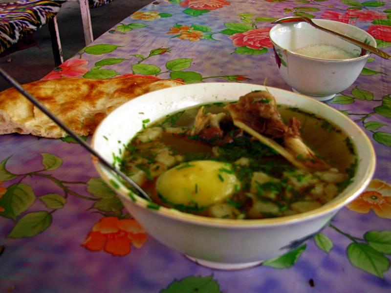 Tradycyjna szorpa w kuchni kirgiskiej