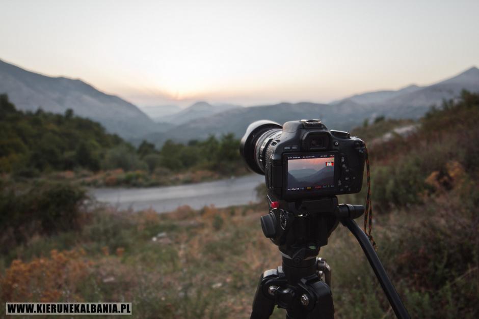 Panorama Albanii o zachodzie słońca