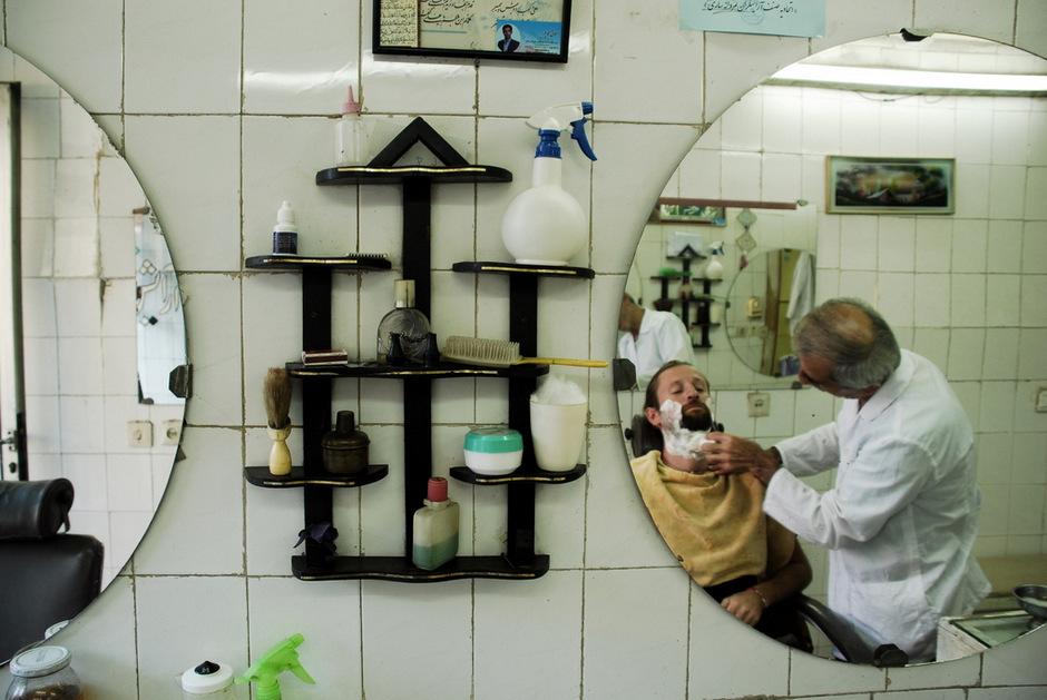 Norbert Skrzyński u fryzjera w Iranie