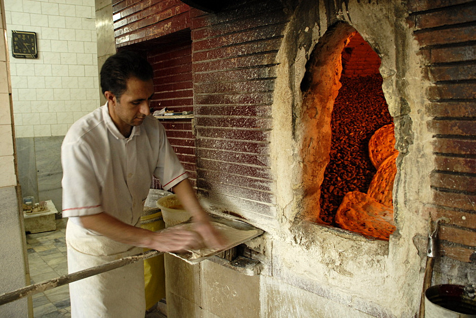 Tradycyjny wypiek chleba w Iranie