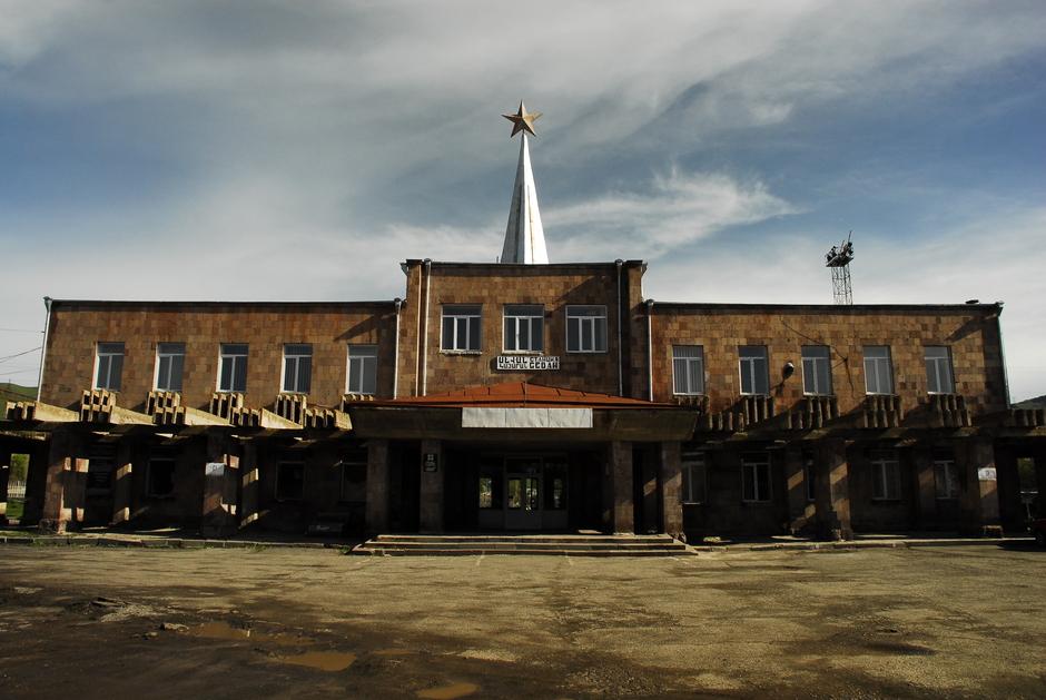 Zdjęcia z Armeni. dworzec w mieście Sewan
