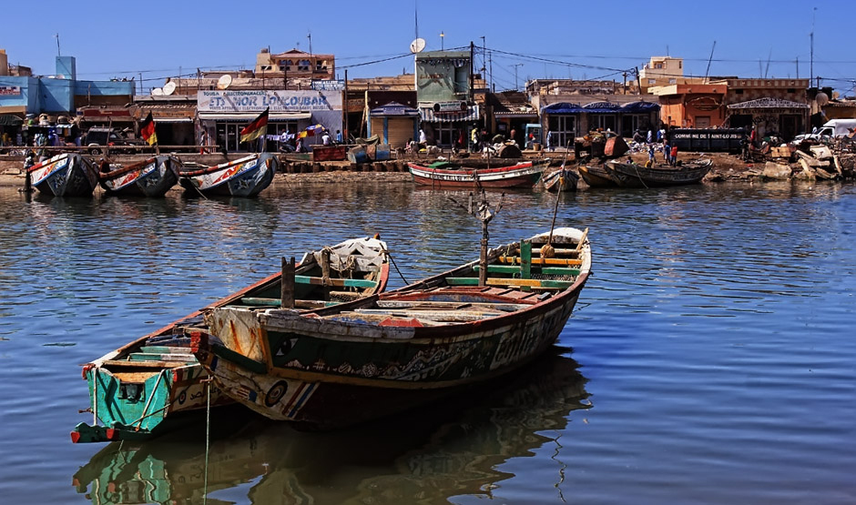 Łodzie w Saint Louis w Senegalu - foto