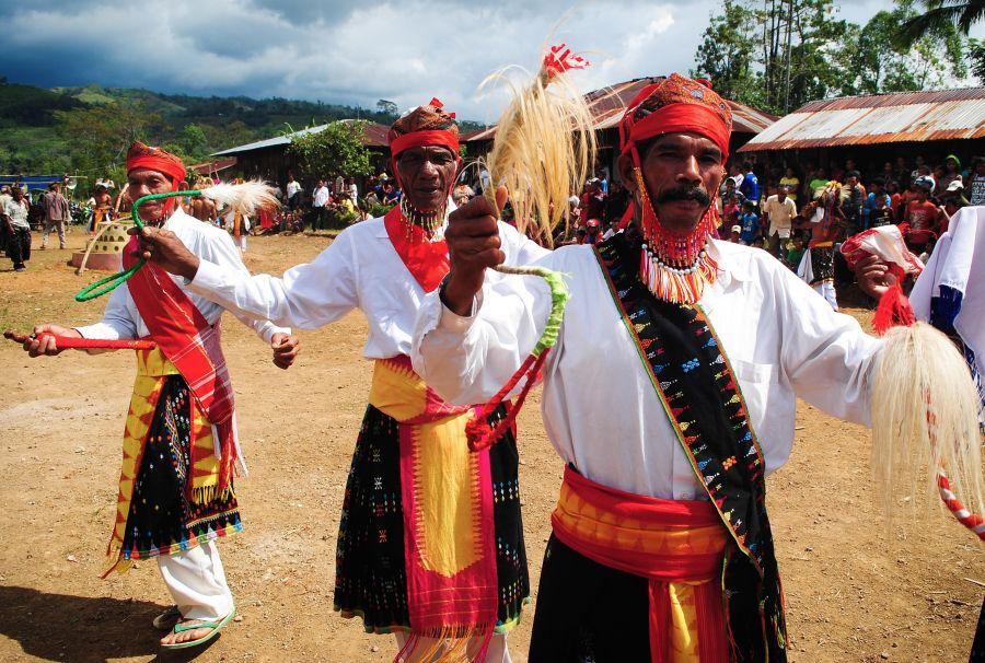 Taniec wojowników z indonezyjskiego szczepu Manggarai