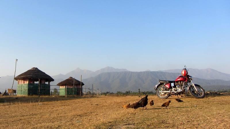 Motocyklem przez Nepal - postój w Chiwan