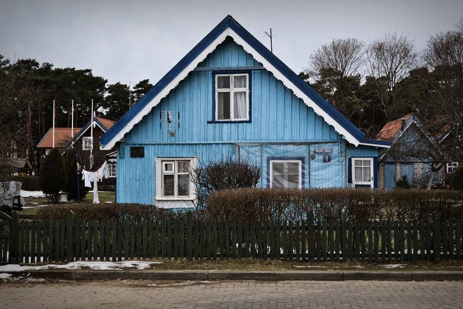 Niebieskie domy w Nidzie na Mierzei Kurońskiej - foto, zdjęcia