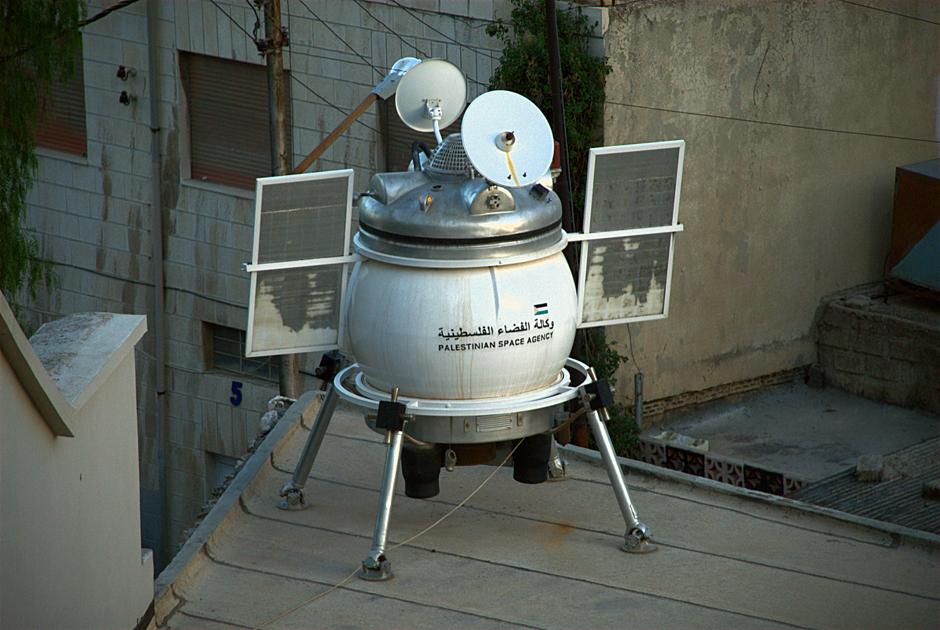 Statek kosmiczny na dachu - zdjęcia z Jordanii