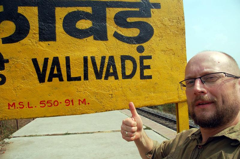Tabliczka Valivade w dawnym polskim osiedlu w Indiach