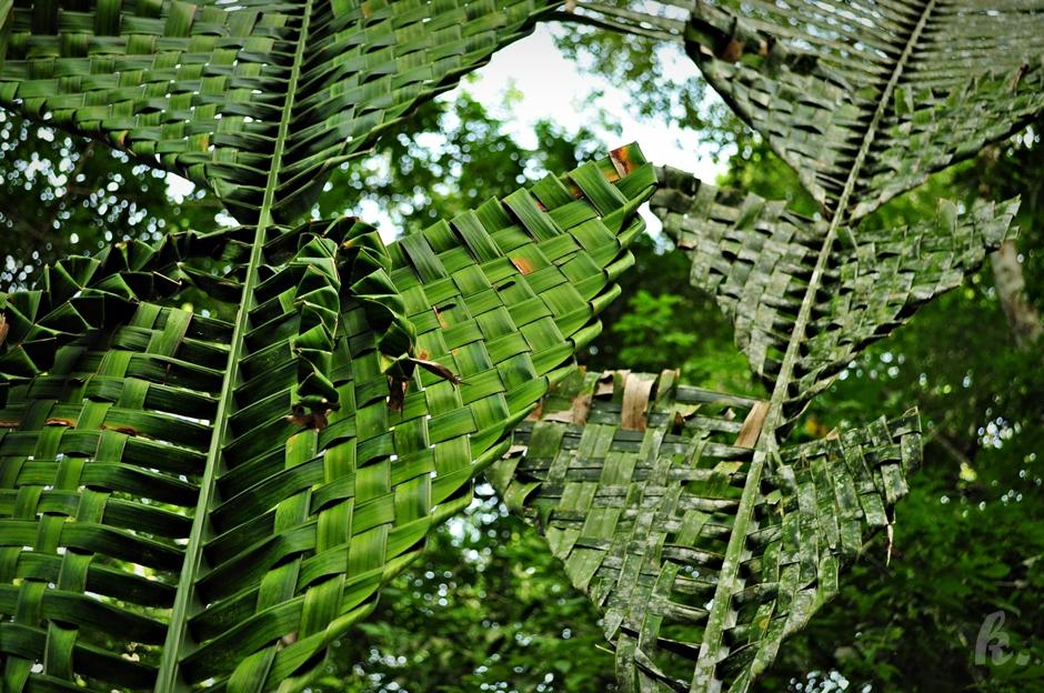 Wyplatanie koszy z liści palmowych
