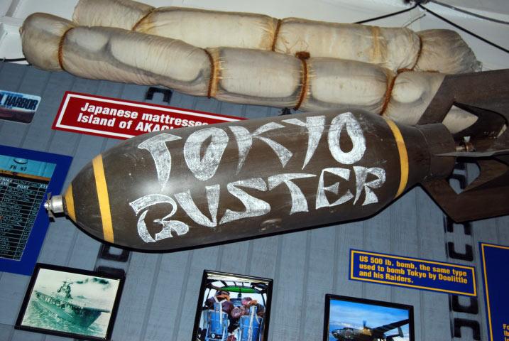 Bomba Tokyo Buster na pokładzie USS Lexington