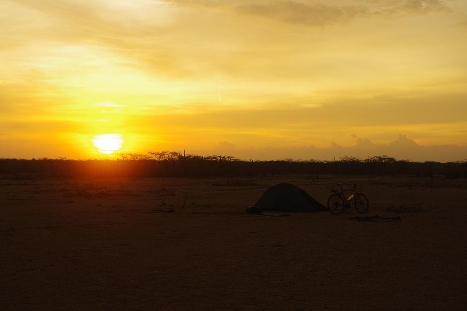Noc na pustyni - zdjęcia z rowerowej wyprawy do Kolumbii
