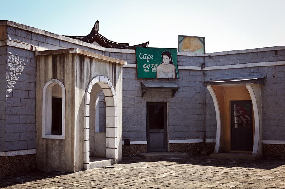 Gigantyczne studio filmowe w Pjongjang - zdjęcia z podróży do Korei Północnej