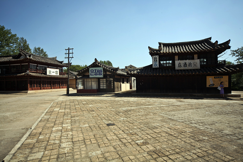 Średniowieczka Korea w studio filmowym w Pjongjangu - zdjęcia