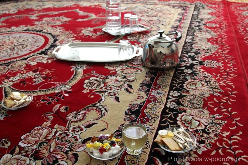 Rozmowie obowiązkowo towarzyszy herbata, Iran