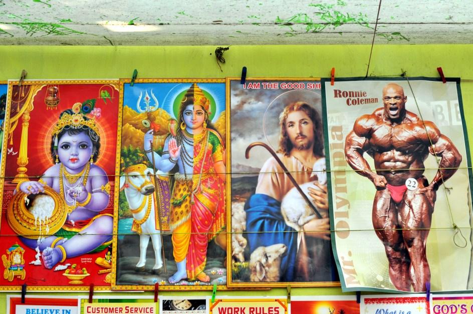Plakaty z Kriszną i Jezusem w Kalkucie