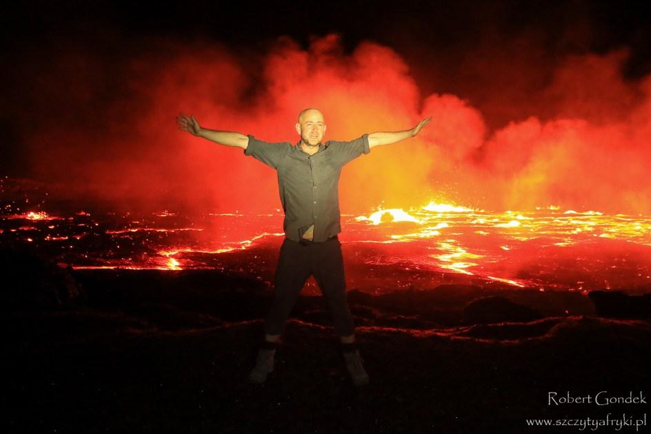 Podróżnik Robert Gondek i wulkan Erta Ale w Etiopii