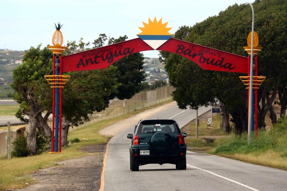 Antigua i Barbuda, droga na lotnisko