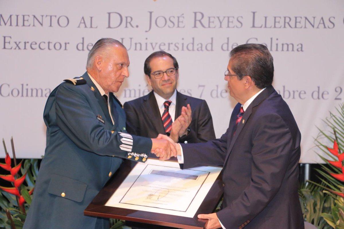 Distingue UdeC a Salvador Cienfuegos, quien obstruyó investigación de los 43