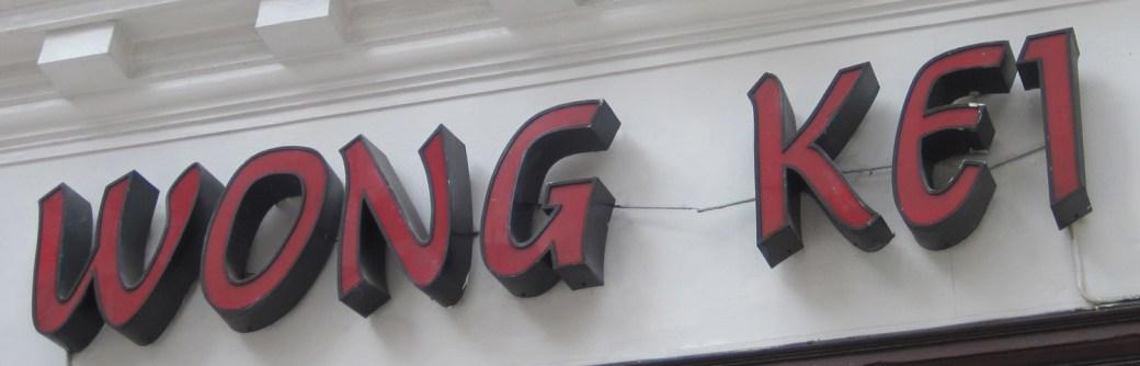 Letrero del restaurante Wong Kei, en Londres