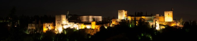 La Alhambra de Granada de noche, vista desde el mirador de San Nicolás