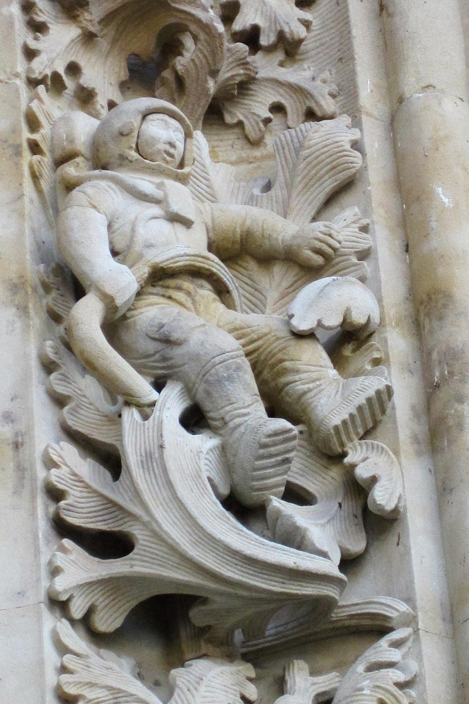 Astronauta en la Puerta de Ramos de la Catedral Nueva de Salamanca, España