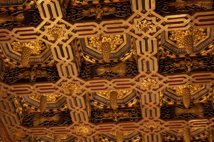 Detalle del artesonado de la sala del trono del palacio de los Reyes Católicos de la Aljafería, Zaragoza, España