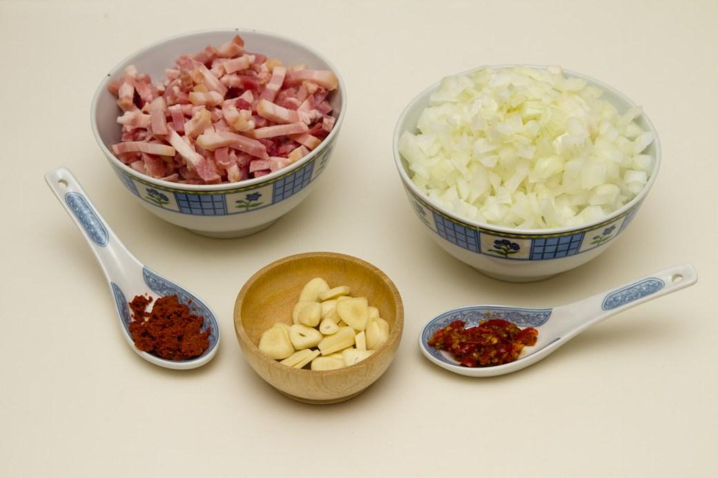 Algunos de los ingredientes para preparar los frijoles