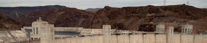 El paso por encima de la represa Hoover y el lago Mead