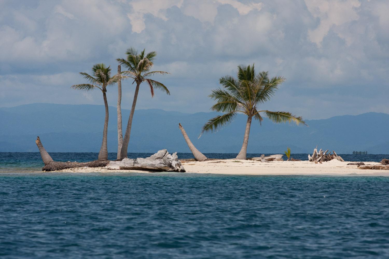 Isla solitaria del archipiélago de San Blas, Panamá