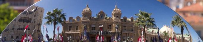 El casino de Monte Carlo reflejado en el espejo de una fuente