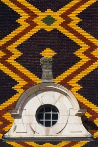 Detalle del techo del hospicio de Beaune, Francia