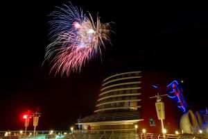 Fuegos artificiales en un crucero de Disney Cruise Line por el Mediterráneo