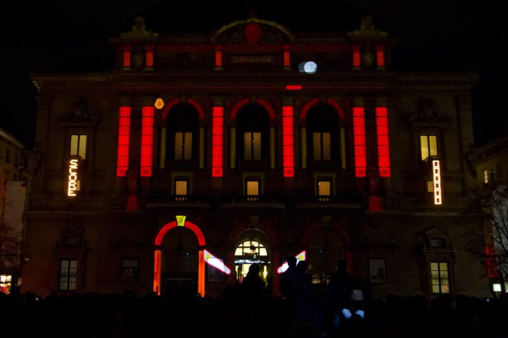 """Fête des lumières 2011 de Lyon, Francia: """"Urban Flipper"""" en la Place des Célestins"""
