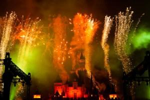 Fuegos artificiales en Hong Kong Disneyland