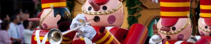 Cascanueces en un desfile de Navidad en Magic Kingdom, Walt Disney World, Orlando, FL, EE.UU.