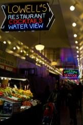 Interior del mercado de Pike Place, Seattle, EE.UU.