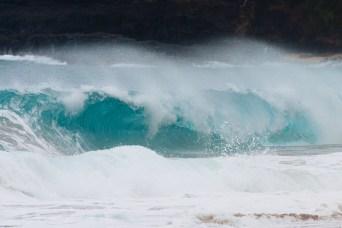 Ola en la playa de Lumahai, en Kauai, Hawaii, EE.UU.