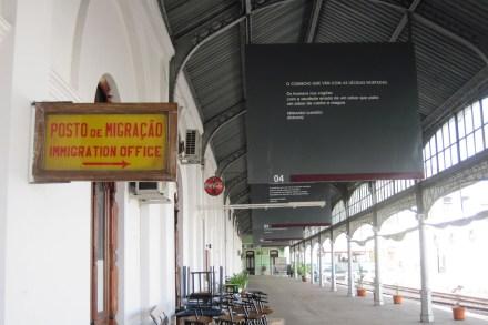 Andén de la estación central de Maputo, Mozambique