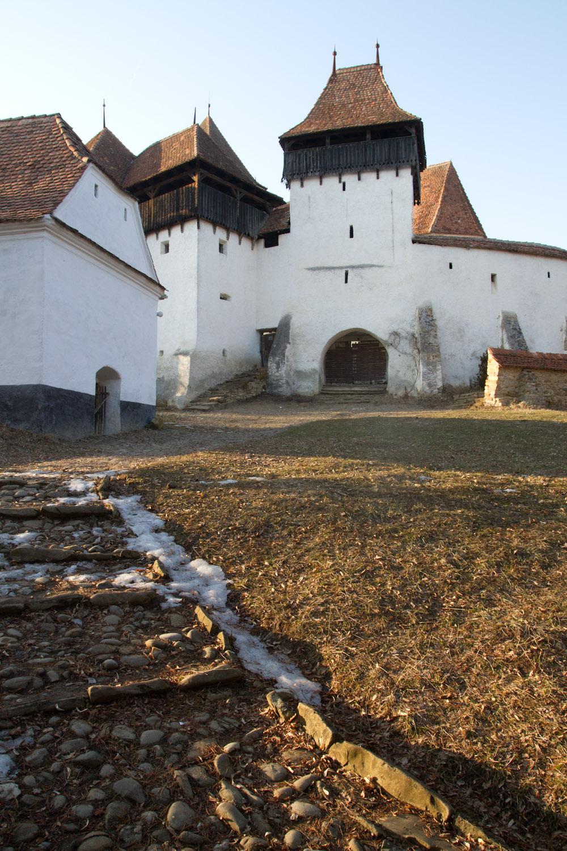 Exterior de la iglesia fortificada de Viscri, Rumanía