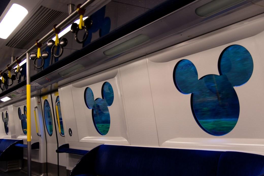 Interior del tren a Hong Kong Disneyland, Hong Kong